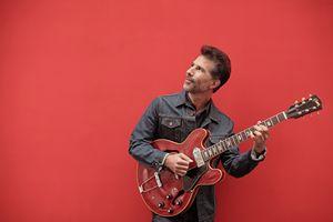 le guitariste Thomas Naïm