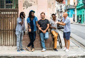 Cinq musiciens de ¿Que Vola?  (F Fourveyron, T Soulas, A Panter Calderon, B Crespo Richard, R Tamayo Martinez)