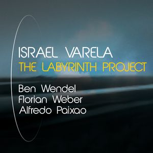 "Israel Varela signe ""The Labyrinth Project"""