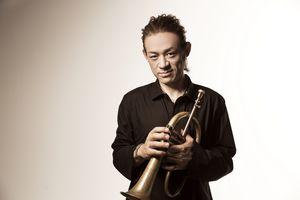 Le trompettiste et chanteur TOKU